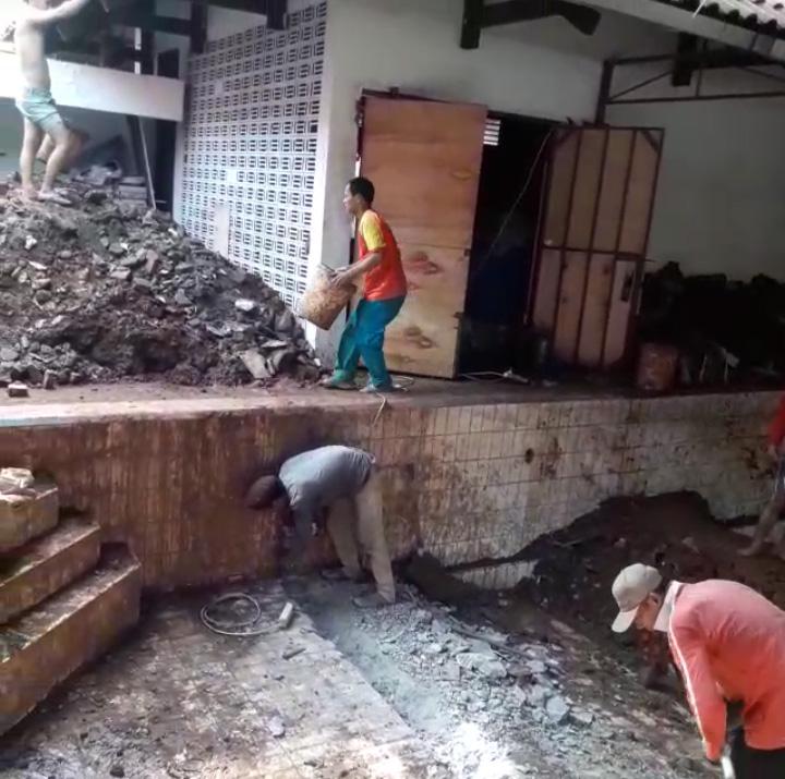 jasa bongkar kolam renang rumah tua 2020